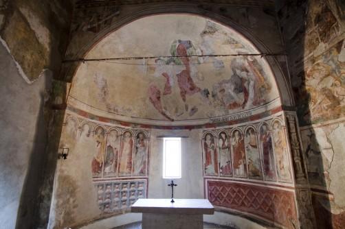 L'interno della Chiesa di San Bernardino a Triora