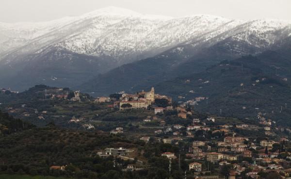 Neve dietro Diano Castello