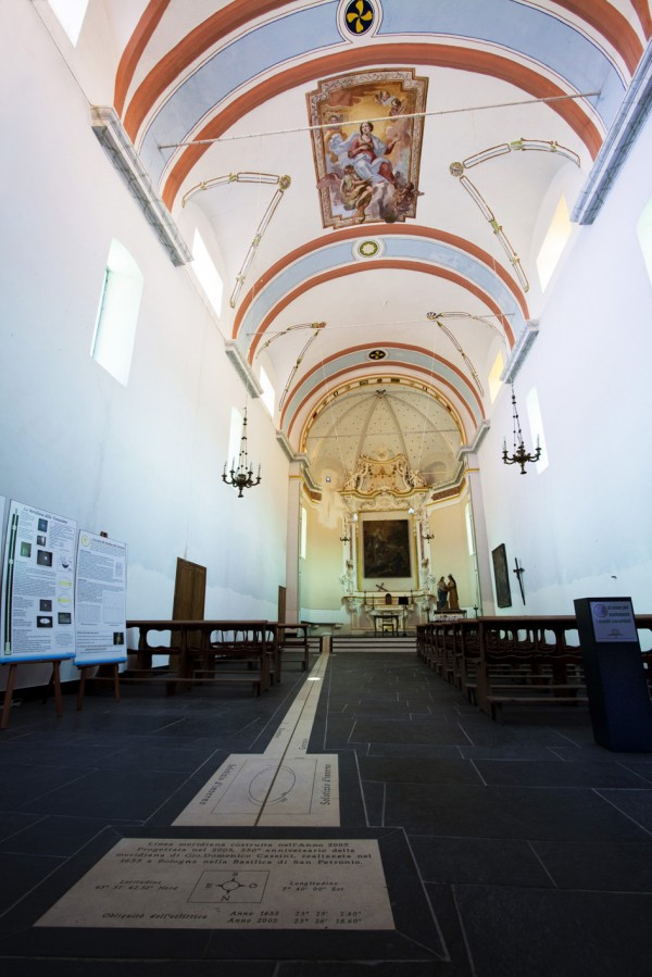 Perinaldo - Interni della Chiesa della Visitazione al mezzogiorno solare