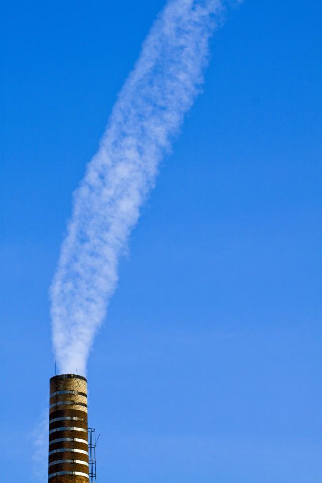 Fumo o nuvole? - Ciminiera di Oneglia