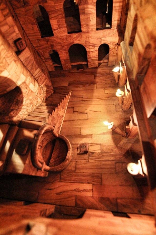 Nella piazza centrale del Castello dei Doria, nel Visionarium di Dolceacqua