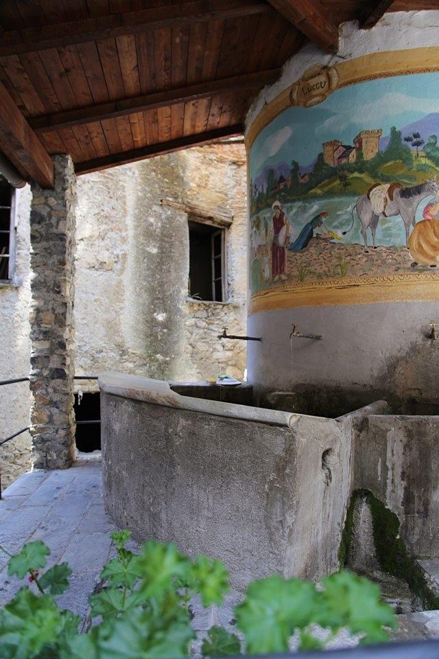 lavatoio a Cosio d'Arroscia