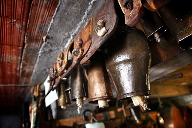 collezione di campane a Cosio d'Arroscia