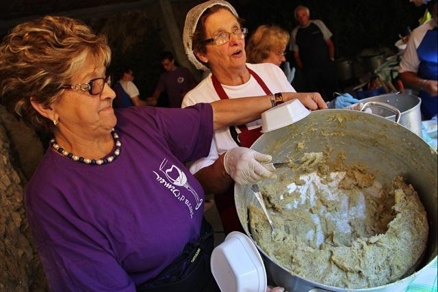 polenta di Ormea con sugo di porri alla Festa delle Erbe di Cosio d'Arroscia