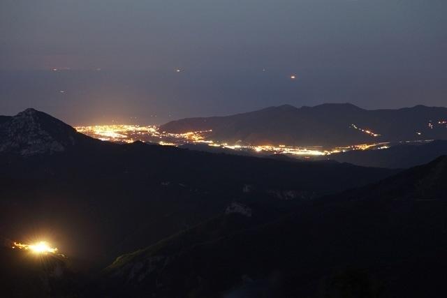la piana d'Albenga dal Monte Armetta di notte